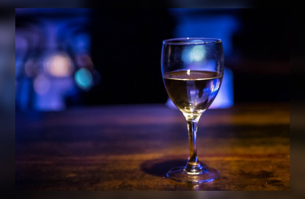 Alaealiste alkoholitarbimist soodustavad vanemate eeskuju ja lihtne kättesaadavus
