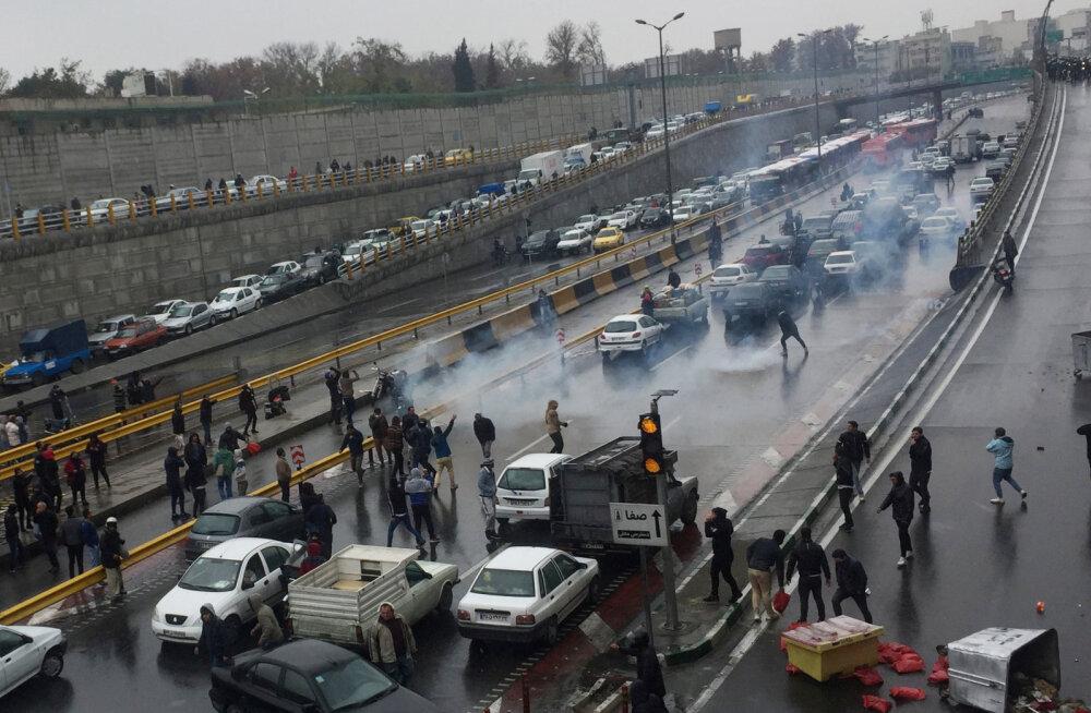 Iraanis protestitakse kütusepiirangu ja -hinnatõusu vastu