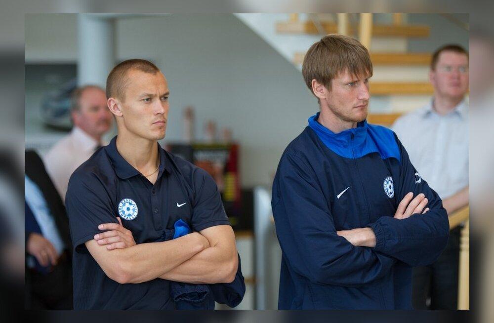Raio Piiroja (paremal) ja Alo Bärengrub, jalgpall