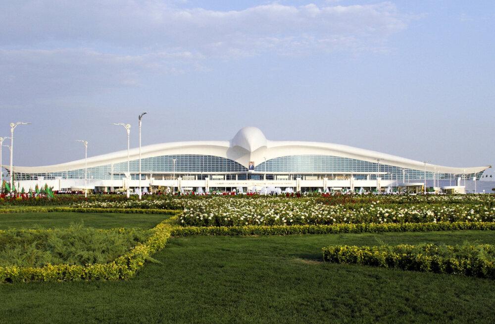 Türkmenistani pealinnas avati paar miljardit maksnud kotkakujuline lennujaamahoone