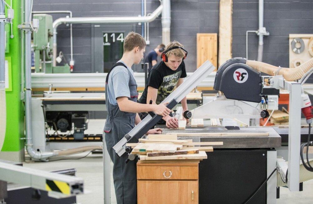 Планы коалиции: обязательное обучение в средней школе или профтехучилище