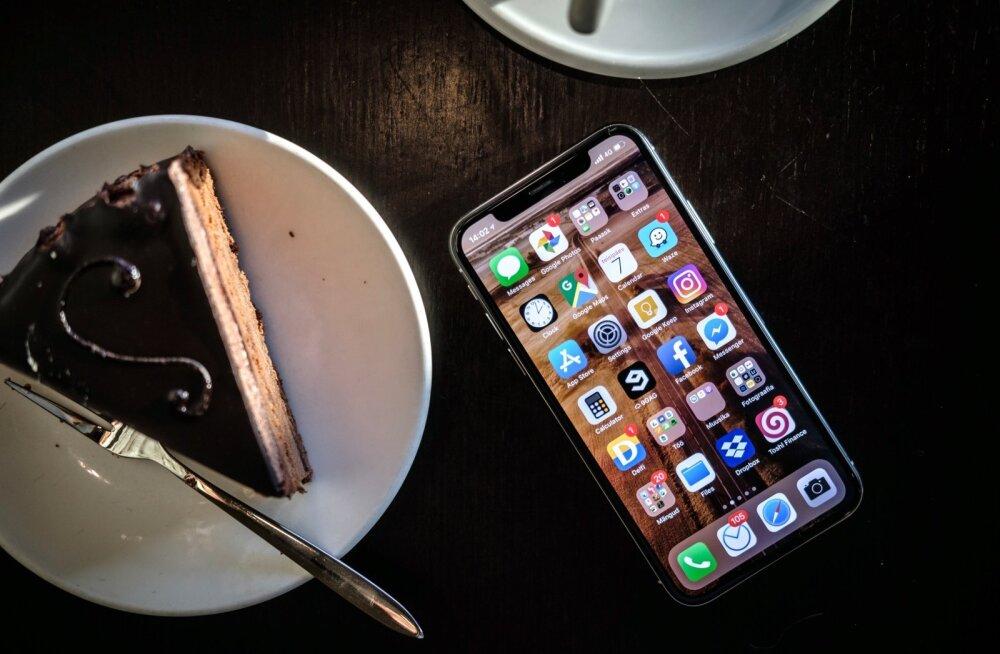 Uuring: pooled noored haaravad telefoni järele kohe ärgates