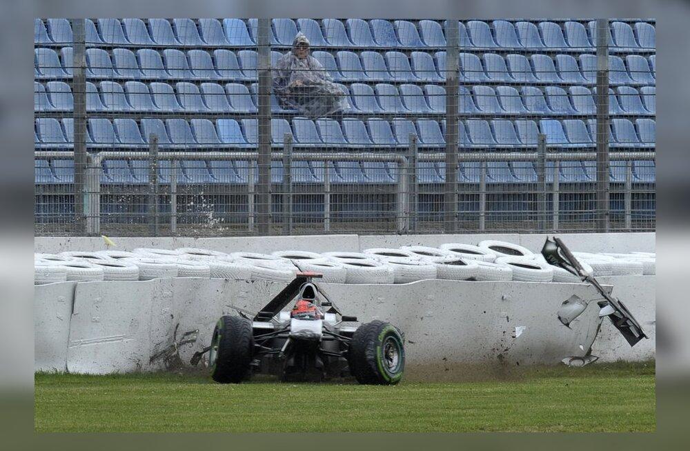 VIDEO: Võidusõiduajaloo üks nõmedamaid avariisid
