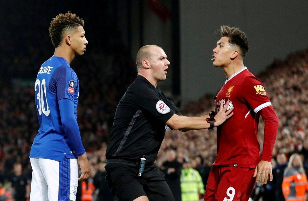 VIDEO | Kohtunik jättis Evertoni mehe jõhkrutsemise karistuseta, Liverpooli ründajat süüdistatakse rassismis