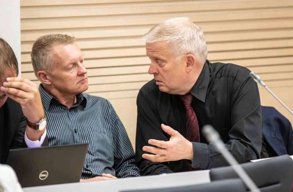 Valdo Õunap ja vandeadvokaat Aadu Luberg (paremal) Tallinna Sadama kohtuistungil