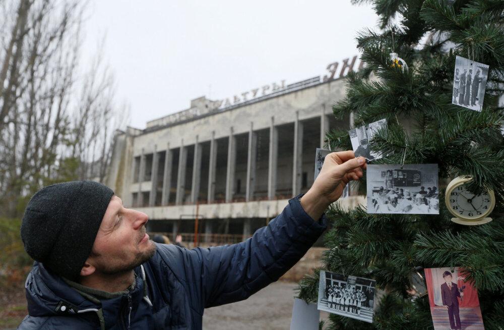 ФОТО и ВИДЕО: В Припяти нарядили новогоднюю елку. Впервые с 1985 года!