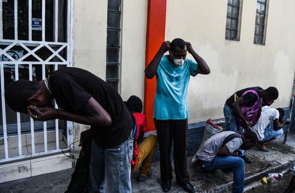 Haiti politsei ajas vihased protestijad presidendi residentsi juurest minema