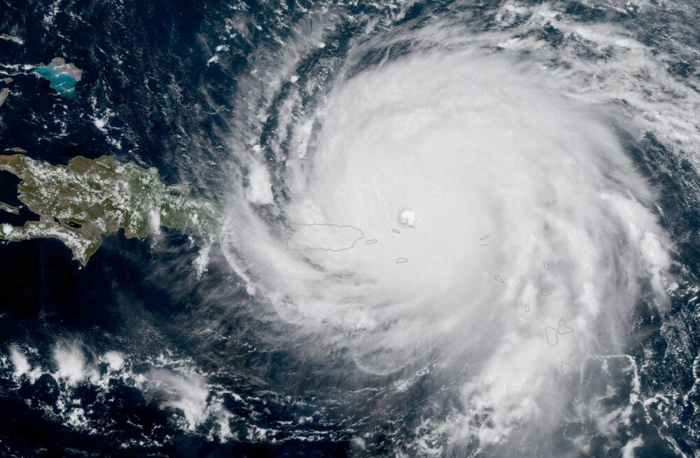 Miljardär elas kohutava tormi üle omapärases kohas