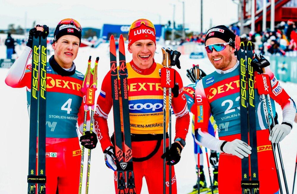 Keegi ei tea, millal suusastaarid eesotsas Aleksander Bolšunovi (keskel), Johannes Hostflot Klaebo (vasakul) ja Emil Iverseniga taas võistlusrajale pääsevad.