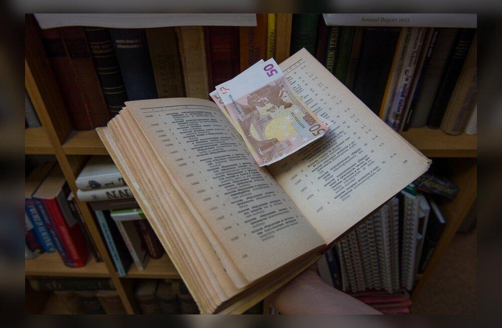 Raha raamatu vahel