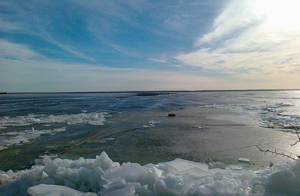 С завтрашнего дня разрешено выходить пешком на лед Нарвского водохранилища