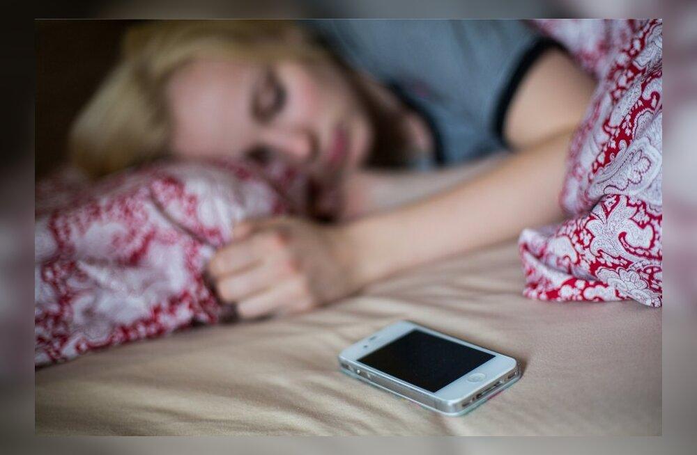 Unespetsialist selgitab: mida teha, kui keset ööd läheb uni ära ja magama enam ei jää?