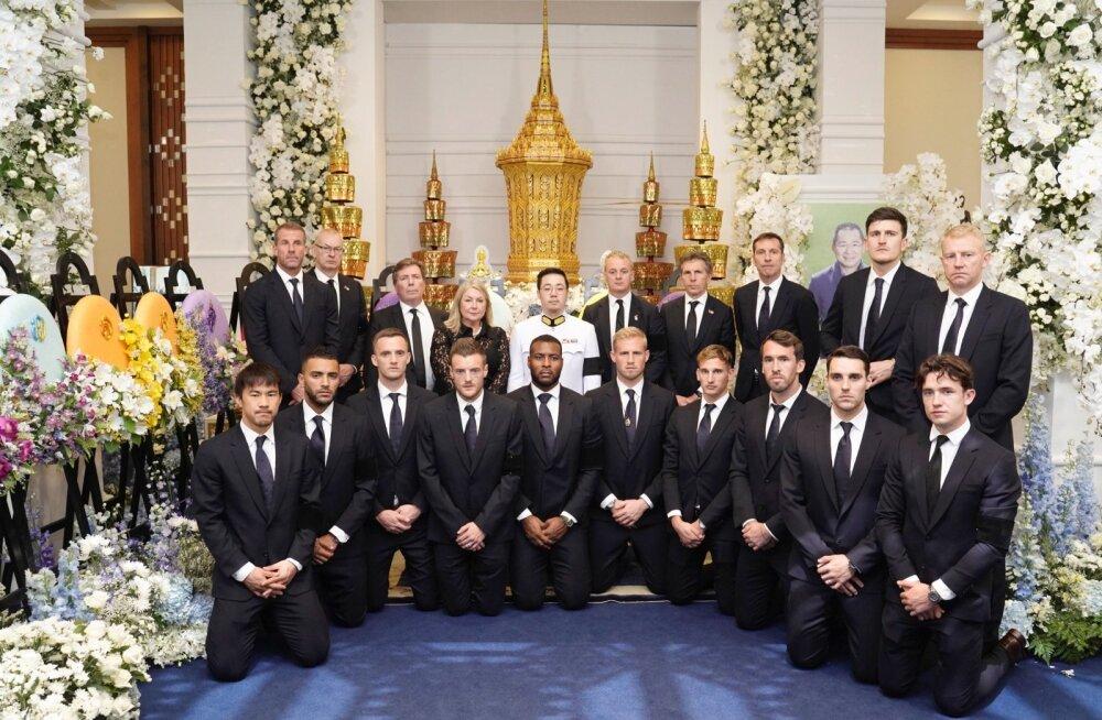 Leicester City meeskond hukkunud omaniku Vichai Srivaddhanaprabha matustel.