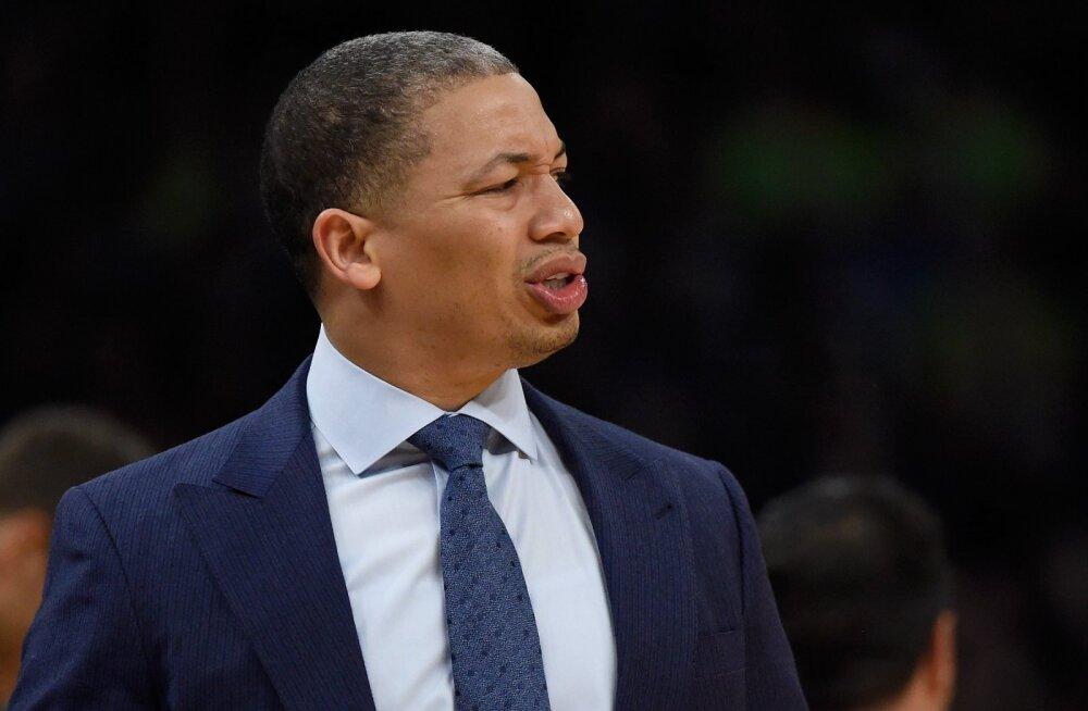 NBA ainus võiduta meeskond vallandas neile kaks aastat tagasi tiitli toonud peatreeneri