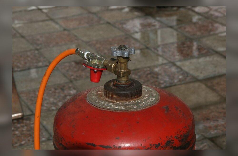 Kohtla-Järve Selveri pangaautomaatide juurest leiti kahtlane gaasiballoon, mille abil võidi plaaneerida sularahavargust