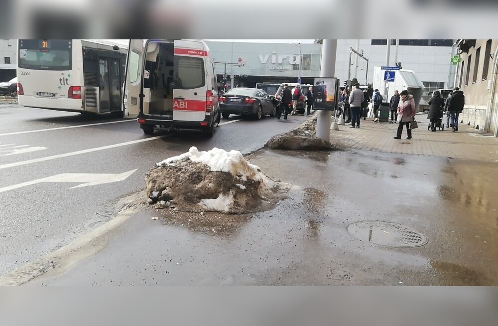 ФОТО: На Гонсиори столкнулись Lexus и Mercedes — водителю стало плохо за рулем