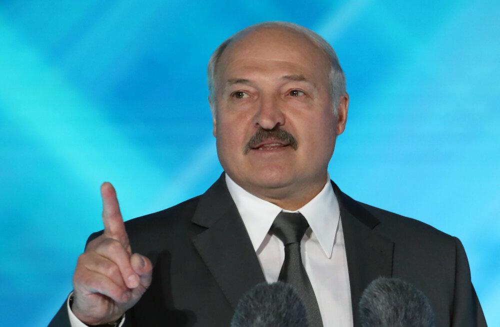 """Lukašenka käskis """"maidanidele õhutava"""" välismeedia Valgevenest välja saata"""