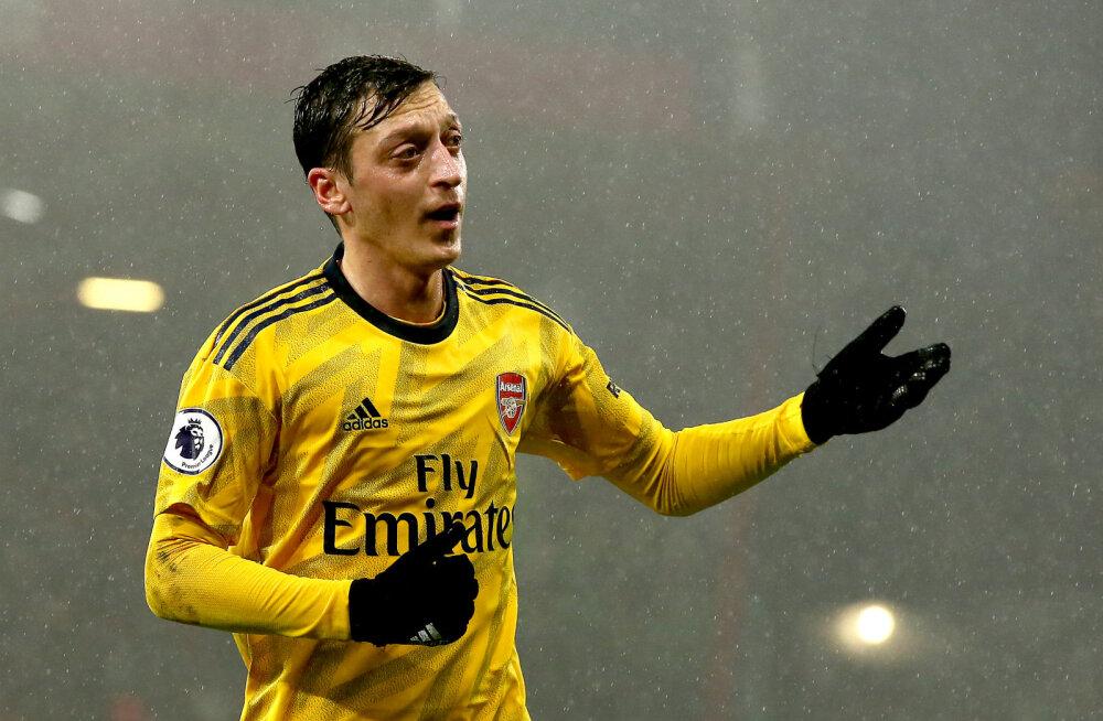 Hiina kommentaatorid ei nimetanud Arsenali mängu teleülekandes kordagi Özili nime