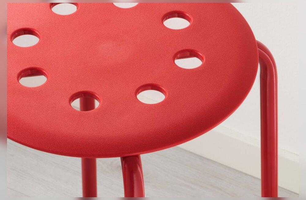 Päeva nali! Norra mees jäi munandeidpidi taburetiauku kinni, IKEA vastas järgnenud sotsmeedianurinale geniaalselt
