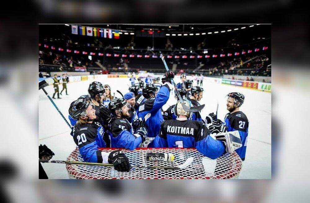 Eesti hokikoondis pärast võitu Horvaatia üle.