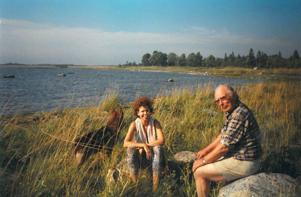 Harri Jõgisalu Paatsalus koos tütrega suve nautimas. On 2001. aasta augustikuu. Miina Jõgisalu mäletab, et isa oli tugev ja sitke mees, kes kunagi ei kurtnud väsimust.