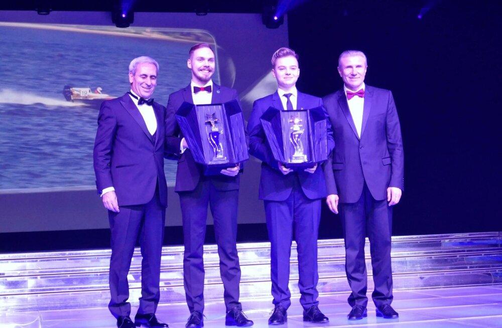 Rasmus Haugasmägi ja Stefan Arand koos aasta parima auhindadega