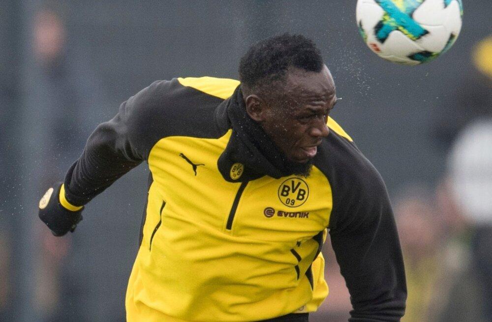 Usain Bolt lõi Dortmundi Borussia treeningul peaga ilusa värava, kuid treener Peter Stögeri sõnul peab ta oma mängu veel kõvasti parandama.
