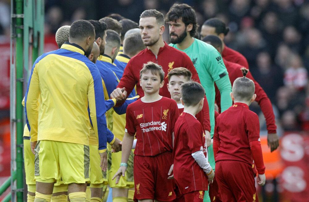 Hirm suureneb: Premier League'is keelati meeskondadel omavaheline kätlemine