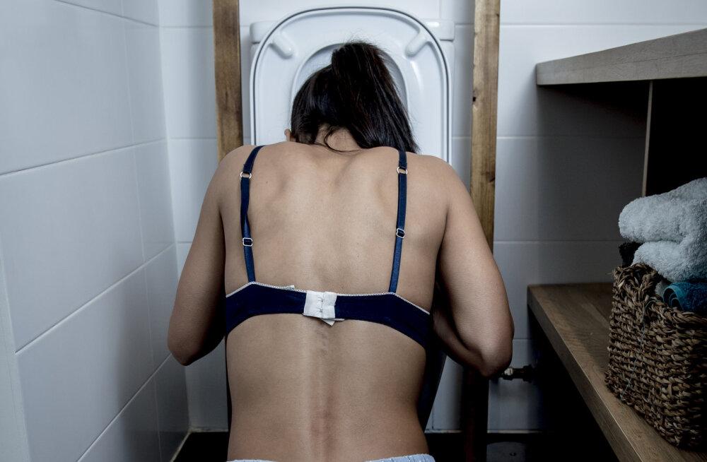 """""""Ärkasin öösel nii ebameeldivate valuhoogude, külmavärinate ja palavikuga, et jooksin tualetti ja oksendasin seni, kuni tuli kiirabi..."""""""