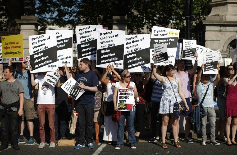 Abordiõigust nõudvad Iiri naised hakkasid saatma peaministrile infot oma menstruaaltsükli kohta