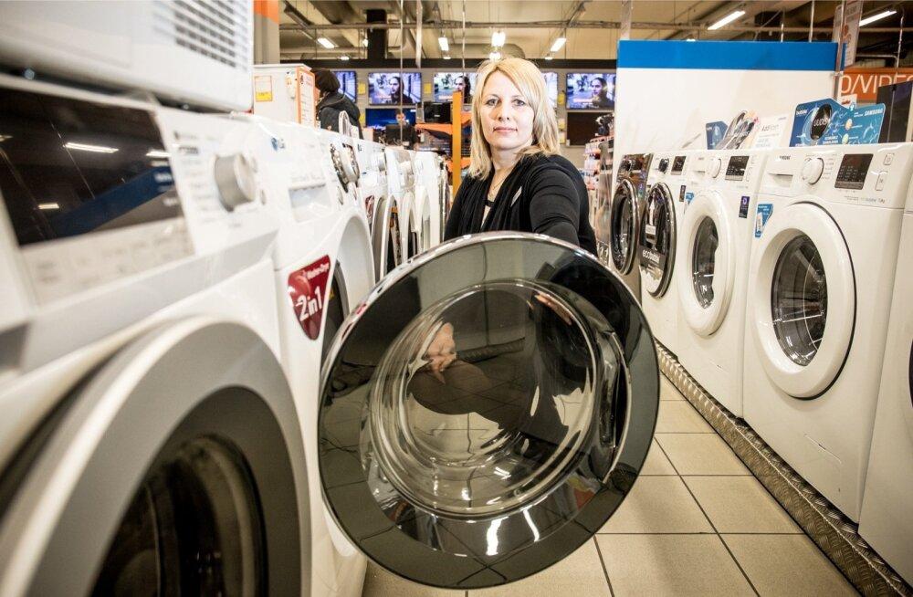 Järve keskuse Experdi kaupluse juhataja Ebbe Kiis ütleb, et tänu uutele tehnoloogiatele pole pesumasin-kuivati enam ammu masin, milles pesu kokku tõmbub.