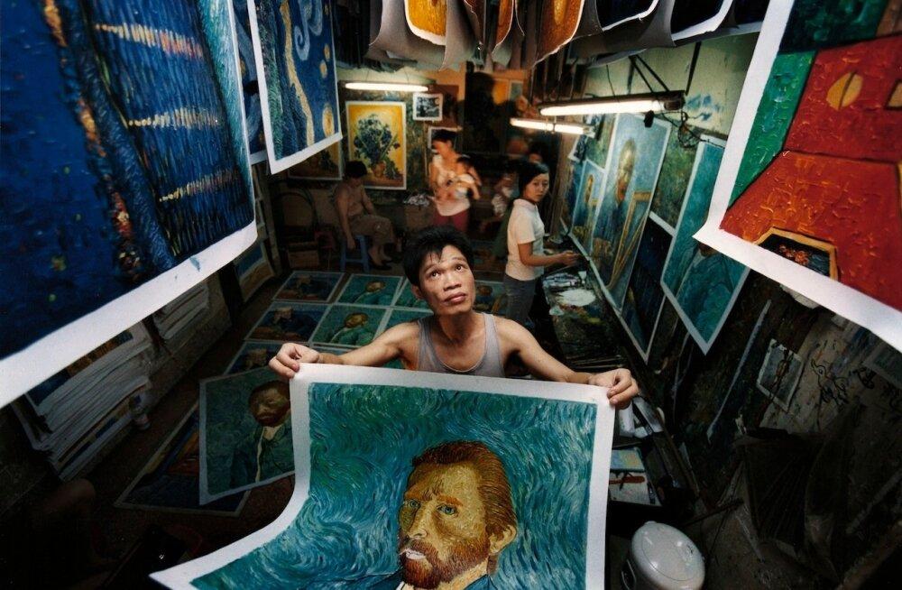 """Festivali avaõhtul, 3. juulil kell 22.05 jõuab ETV ekraanile """"Hiina van Goghid""""– lugu Hiina kolkakülast pärit andekast Zhao Xiaoyongist."""