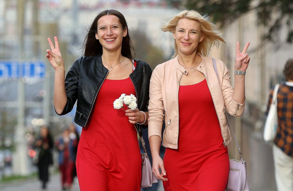 Просто надели белые платья и взяли цветы. Почему главной силой белорусских протестов стали женщины