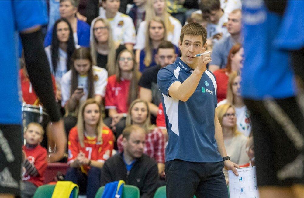 Eesti võrkpalli meistrivõistluste neljandas finaalmängus alistas Tartu Bigbank 3:0 (20, 24, 22) Tartu Bigbanki ja vähendas kaotusseisu kokkuvõttes üks - kolmele.