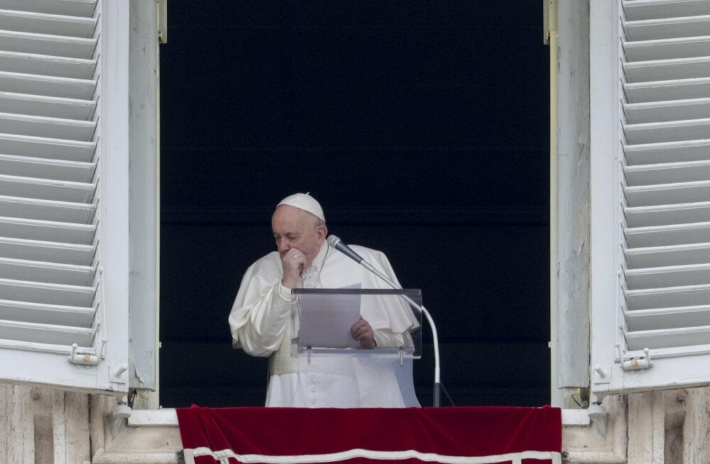 Paavst Franciscus peab koroonaohu tõttu iganädalase palve video teel