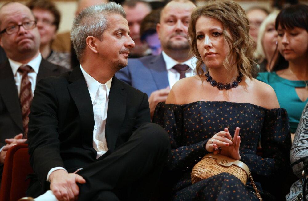ВИДЕО: Ксения Собчак и Константин Богомолов перестали скрывать роман