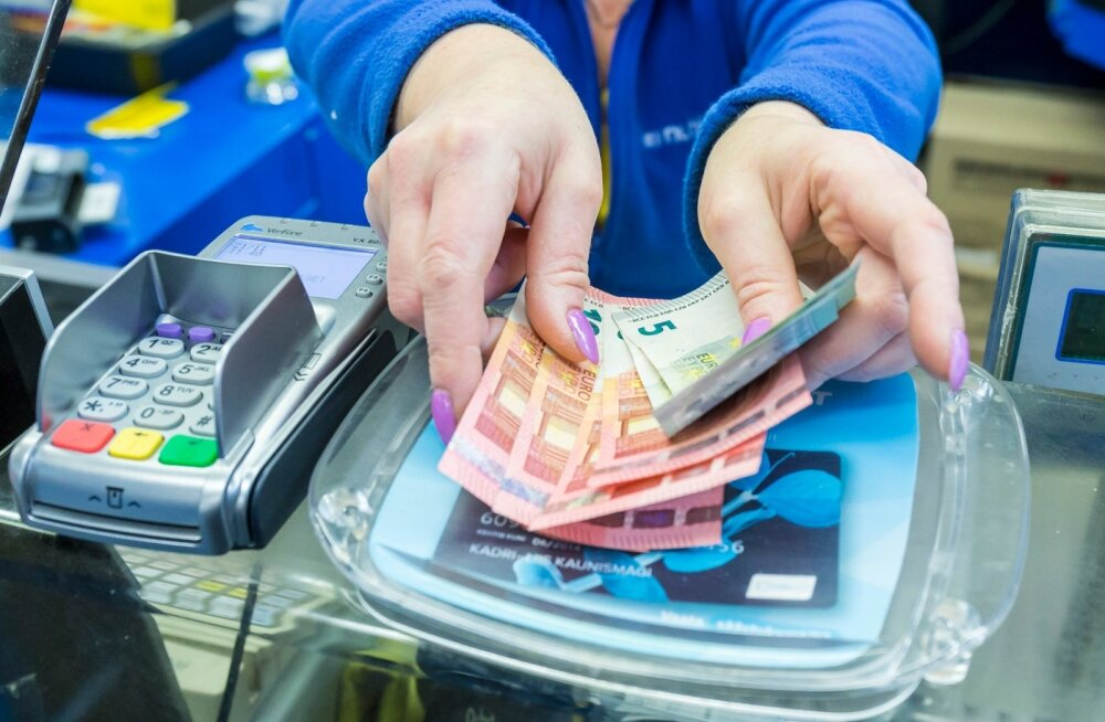 Eestis võetakse pangaautomaatidest üha suuremaid summasid, ka käibeloleva sularaha hulk on tunduvalt kasvanud