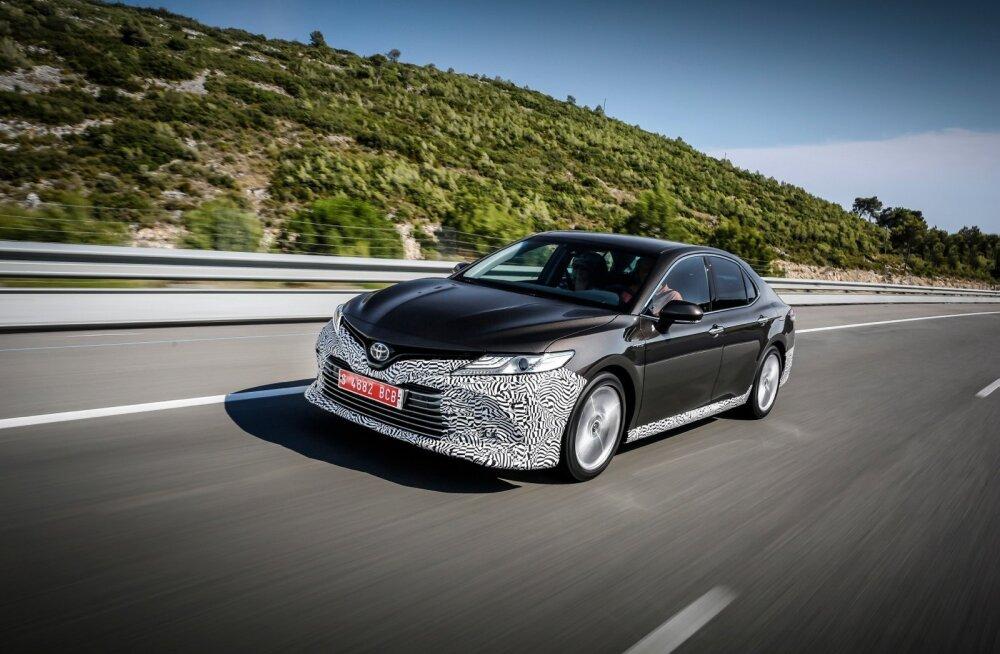 Suur sedaan on põhi- olemuselt võrreldav näiteks Toyota Priuse, C-HR-i, aga ka uue Lexus ES-iga.
