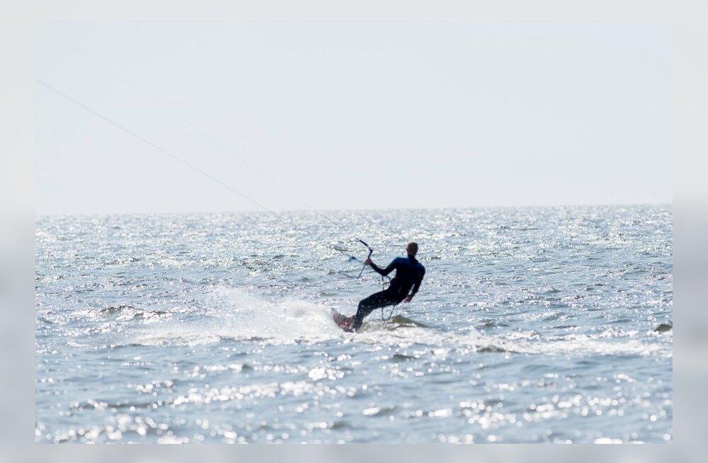 Tallinna lahel otsiti helikopteriga taga kadunud surfarit