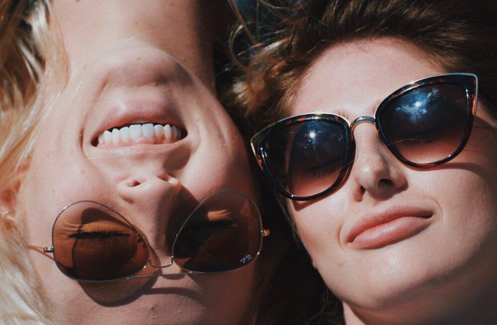 Prillikandjate suvise aja väljakutse: hoida silmi tervena, kui samal päeval tahaks kanda nii läätsesid, prille kui ka päikeseprille?