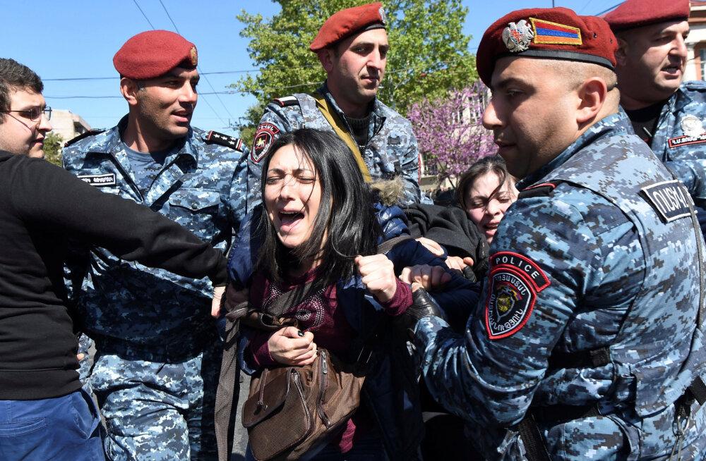 В Ереване проходят массовые акции протеста, пострадали 46 человек