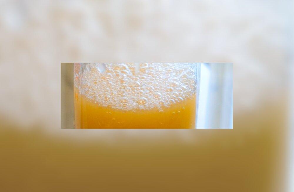Lapse jook olgu mahl või puhas vesi