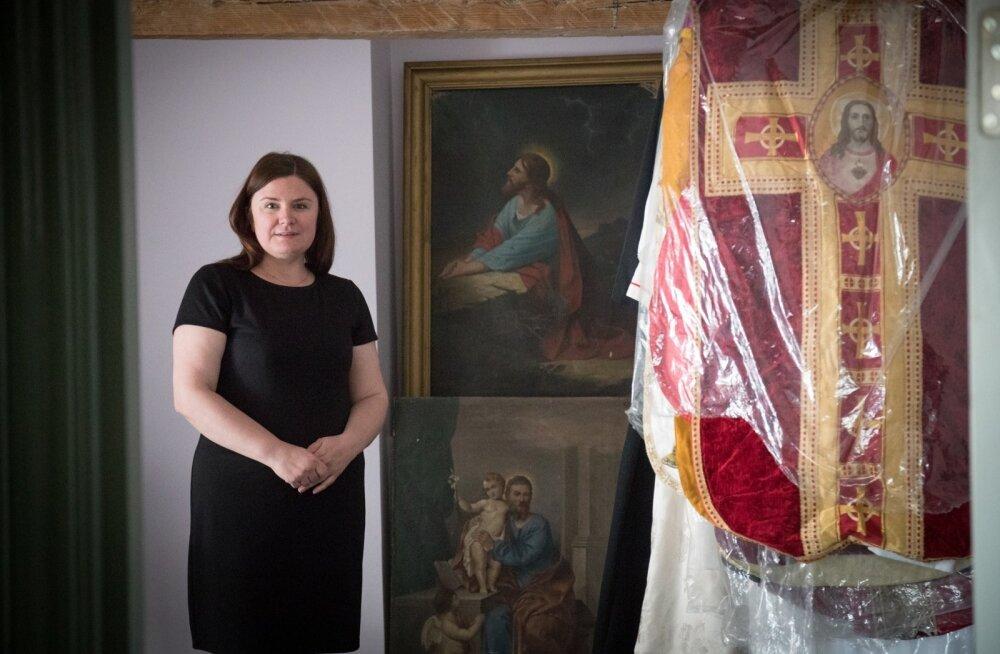 Teadustöö kõrvalt töötab katoliiklane Marge-Marie Paas Tallinna Peeter-Pauli katedraali pressiesindajana.