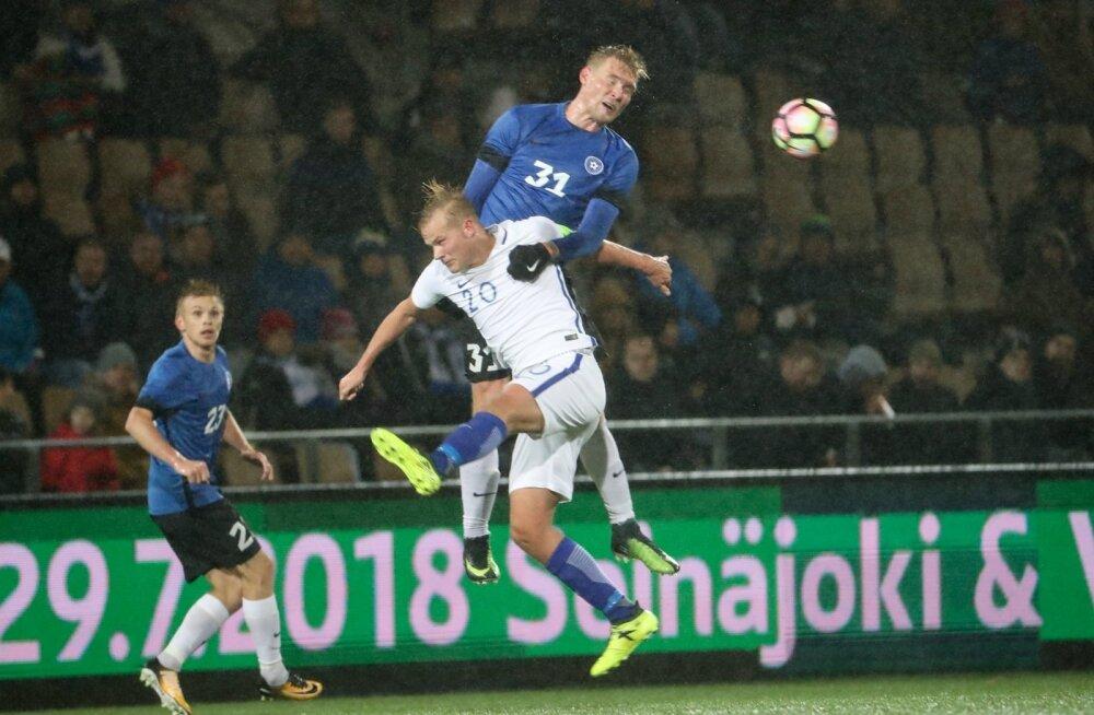 Üks Eesti liiga paremaid mängijaid Joonas Tamm (kõrgel õhulennul) on ka koondisse murdnud, kuid välisklubisse pääsemiseks tuleks tal tõenäoliselt ikkagi vabaagent olla.