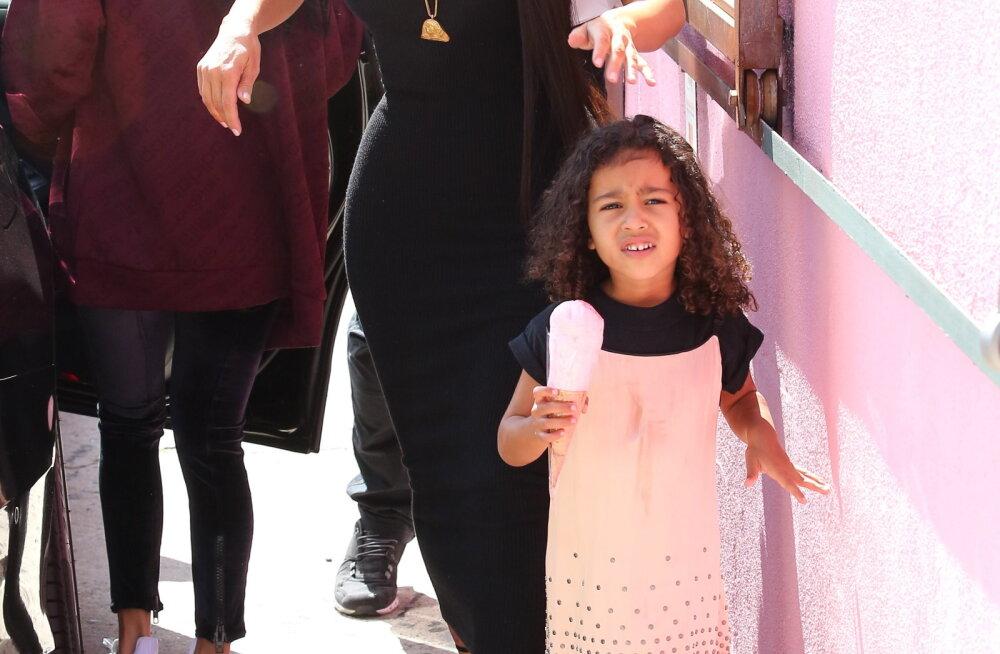 VAATA: Kuulsuse pahupool! Paparatsod ajasid Kim Kardashiani 3-aastasel tütrel kopsu üle maksa