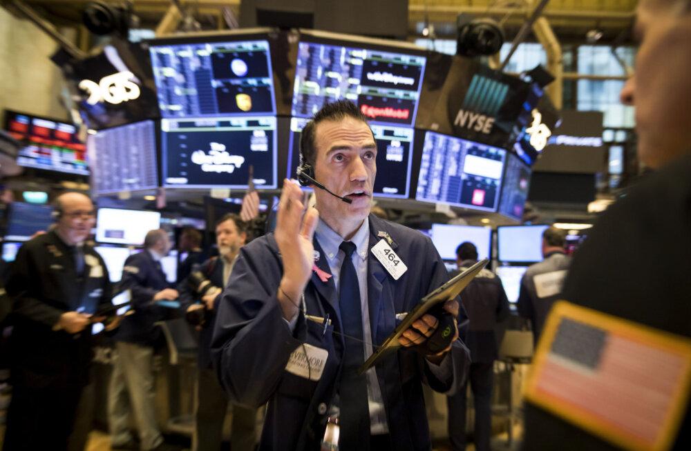 Нью-Йоркская фондовая биржа закрылась крупнейшим падением за последние 33 года