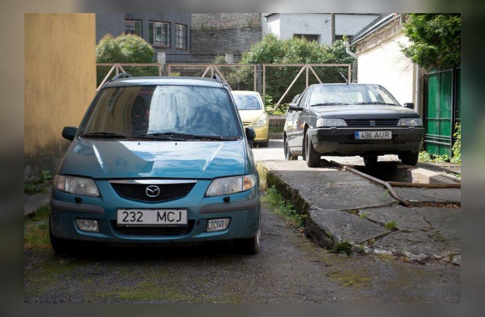 Konfiskeeritud autod Harju maavalitsuse hoovis