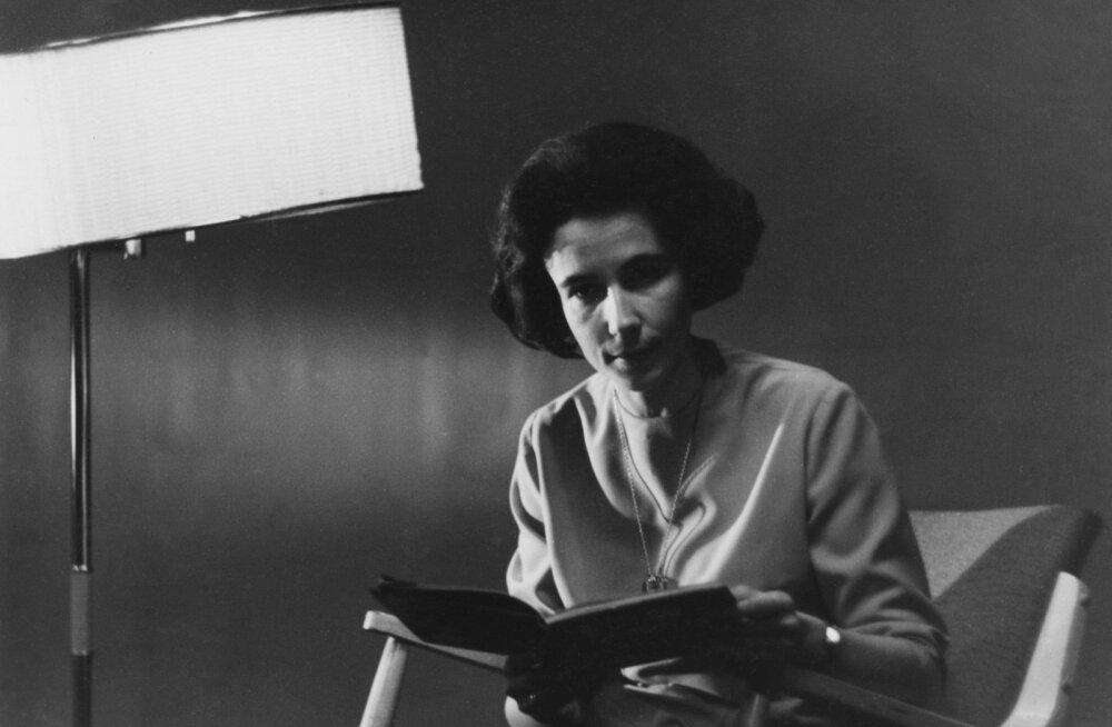 Teletäht Moidela Tõnissoni tütar Katrin: ema oli erakordselt moetundlik ja joonistas oma rõivad viimase detailini ise