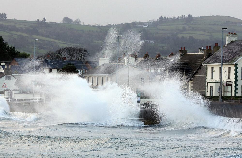 Iirimaa poole suundub orkaan Ophelia, riigi ilmateenistus andis homseks kõige rängema tormihoiatuse
