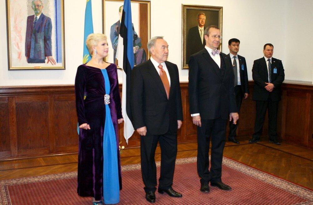 Evelin Ilves meenutab härdaid hetki Kasahstani presidendi Nazarbajeviga: kuulasime koos Anne Veskit. Nursu silmad olid veekalkvel